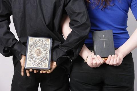 Beachtliche  Verfolgungsgefahr bei öffentlicher christlicher Religionsausübung